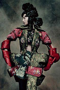 川久保玲:が表現する抽象的な怒り。  スージー・メンケス スージー・メンケス ファッション・ビューティ・セレブの最新情報 VOGUE JAPAN