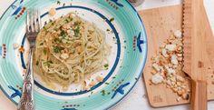 Spaghetti con la colatura di alici e mollica abbrustolita