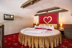 Galerie-Suite 509 Bett Hotel Alpen, Ikea, Modern, Ottoman, Wordpress, Chair, Room, Furniture, Home Decor