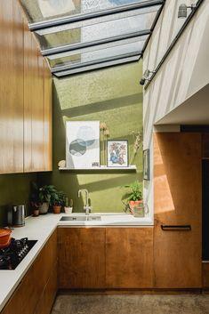 Kitchen Interior, Home Interior Design, Interior Architecture, Kitchen Design, Cocinas Kitchen, Old Fireplace, Victorian Cottage, Interior Inspiration, Home Kitchens