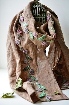 Outstanding Crochet: Linen scarf with crocheted embellishments