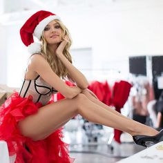 VS Candice Swanepoel: Cute Santa's Helper