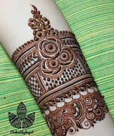 Unique And Beautiful Rose Mehndi Designs For D-Day! Rose Mehndi Designs, Finger Henna Designs, Henna Art Designs, Mehndi Designs For Girls, Modern Mehndi Designs, Dulhan Mehndi Designs, Mehndi Design Pictures, Wedding Mehndi Designs, Mehndi Designs For Fingers