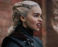 I love how she burned the whole city and everyone in it. She lost everything. If the only thing I had left was my dragon I would have done the same thing. Got Game Of Thrones, Game Of Thrones Funny, Emilia Clarke, Deanerys Targaryen, Game Of Trones, Iron Throne, Mother Of Dragons, Tv Actors, Khaleesi