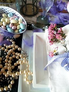 Easter Table setting with flowers and pearls Style & Photo Elina Jyväs, Baking Instinct www.maku.fi