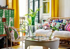 I have a serious crush on the designs of Josef Frank. He has had an enormous impact on the history of Swedish design and the Austrian arc. Room Furniture Design, Living Room Furniture, Josef Frank, Swedish Design, Scandinavian Design, Interior Design Companies, Outdoor Rooms, Bunt, Interior Inspiration