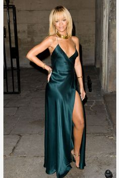 Rihanna in a Giorgio Armani gown at the Stella McCartney Presentation at London Fashion Week F/W 12 Source by WhoWhatWear Dresses Style Rihanna, Rihanna Mode, Rihanna Looks, Rihanna Fenty, Rihanna Fashion, Rihanna Dress, London Fashion Weeks, Robes Glamour, Cooler Stil