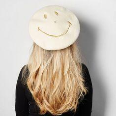 Béret en laine vierge mérinos fabriqué entièrement en France.Quand Smiley, l'icône mondiale du bonheur, rencontre la plus ancienne marque française de bérets....