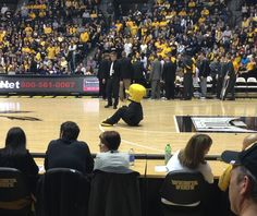 We doin crunches!! Our mascot is buff!!! #WATCHUS
