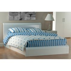 I like curvy. Interesting but not too much...  http://www.furnitureinfashion.net/images/Pasadena%20Queen_Size_4_6_Bed_PAS05.jpg