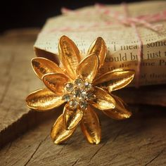 When only gold will do choose this Sparkle Flower Brooch  #craft365.com
