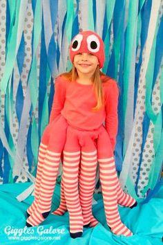 Halloween costumes for girls - DIY Octopus Costume - Giggles Galore Diy Halloween Costumes For Kids, Cool Costumes, Halloween Party, Kids Costumes Girls, Toddler Halloween, Sea Creature Costume, Under The Sea Costumes, Costumes Faciles, Fish Costume