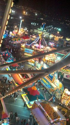 luluzinha kids ❤ parque de diversões ❤ Ferris wheel in an amusement park Summer Aesthetic, Retro Aesthetic, Instagram Inspiration, Fair Rides, Amusement Park Rides, Carnival Rides, Fun Fair, Photo Wall Collage, Parcs