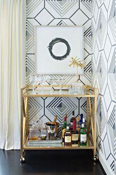 Домашний мини-бар: 80 лучших интерьерных идей для создания небольшой винотеки http://happymodern.ru/domashnij-mini-bar/ Портативный мини-бар в стиле модерн