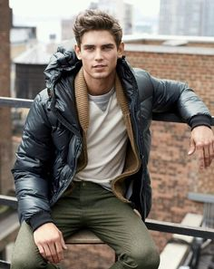 Life-Changing Style Tips for College Men. Puffer jacket, cardigan, gray sweater, wool pants Click image to view more. Stylish Men, Men Casual, Stylish Outfits, Mode Man, Outfits Hombre, Look Street Style, J Crew Men, Mens Fall, Well Dressed