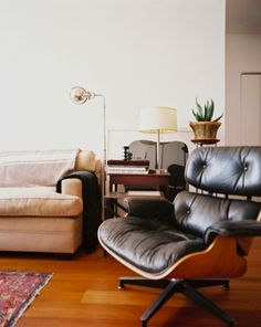 eames lounge chair on pinterest eames lounge chairs eames and eames chairs. Black Bedroom Furniture Sets. Home Design Ideas