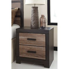 Signature Design by Ashley Harlinton 2 Drawer Nightstand