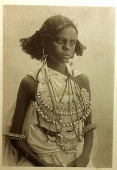 http://nomadamsterdam.tumblr.com/post/87095706629/some-of-somalias-traditional-clothing-in