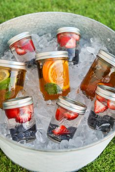 Summertime Sun Tea in Mason Jars - cute for a summer party #summer #party #masonjars