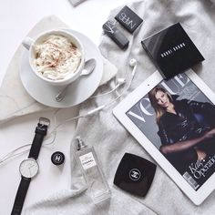 Lifestyle Photography | Natural Lighting | Home Accessories | Daily Flatlay | Daily Vignette | On The Table
