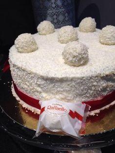 Je tiens à vous présenter aujourd'hui ce joli gâteau Raffaello qui est vraiment un pur délice :) pour ceux qui aime la noix de coco vont vraiment aimé ,en plus de ça il est super facile a faire . ingrédients pour Génoise : 4 œufs 120 g de sucre 120 g de...