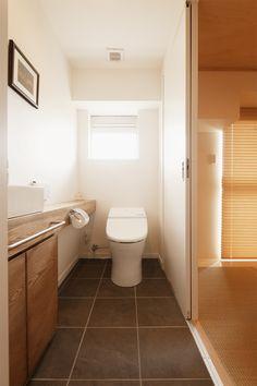 Japanese Home Design, Japanese Modern, Japanese House, Modern Toilet, Toilet Design, Downstairs Bathroom, Home Interior Design, Bathtub, House Design