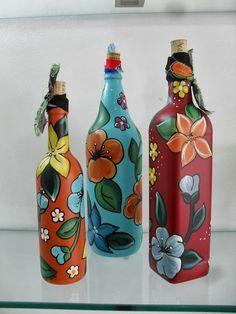 Painted Glass Bottles, Recycled Glass Bottles, Painted Vases, Painted Wine Glasses, Liquor Bottle Crafts, Wine Bottle Art, Diy Bottle, Acrylic Painting Inspiration, Bottle Painting