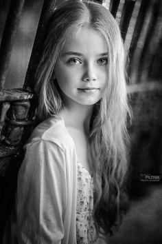 Light Angel by Sergey Piltnik (Пилтник) - Photo 174647881 / Beautiful Little Girls, Cute Little Girls, Beautiful Children, Beauty Photography, Portrait Photography, Light Angel, Black And White Portraits, Girl Face, Belle Photo