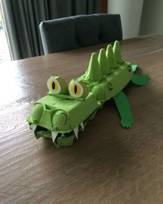 Kids Discover Krokodil van eierdozen // crocodile made of egg boxes Projects For Kids Diy For Kids Crafts For Kids Preschool Crafts Egg Box Craft Alligator Crafts Crocodile Craft Egg Carton Crafts Animal Crafts Toddler Art, Toddler Crafts, Preschool Crafts, Toddler Activities, Fun Crafts, Projects For Kids, Diy For Kids, Crafts For Kids, Children Crafts