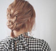 カジュアルに仕上がるざっくり編み下ろし野口友美   Livingu you French Braid, Braids, Hair Styles, Fashion, Hair Dos, Hairstyles For Girls, Moda, Cornrows, Herringbone Braid
