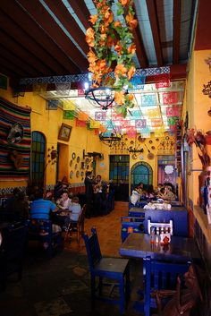 21 Mexican Restaurant Decor Inspiration - While perhaps it doesn't seem so, but among the very best marketing strategies for restaurants is to get a name that's intriguing. by Joey Mom's Restaurant, Mexican Restaurant Design, Mexican Bakery, Mexican Restaurants, Mexican Colors, Mexican Style, Decoration Restaurant, Cafe Decoration, Mexican Hacienda