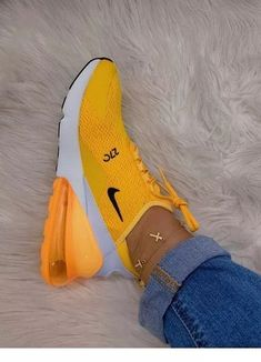 Tennis Shoes Light Up Girls Hype Shoes, Buy Shoes, Me Too Shoes, Women's Shoes, Cool Nike Shoes, Nike Air Shoes, Shoes Jordans, Souliers Nike, Cute Sneakers