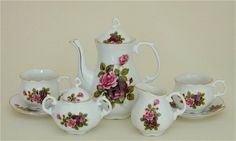 Reutter Porzellan (Germany) —  Childrens Tea Set for 2 'Red and Pink Roses' (600x359)