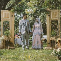 @Regrann from @potretcalista -  The wedding of @yoyohilman & @eqqyrizky  at. kebun raya purwodadi . thanks for support: WO . @amiraweddingorganizer  Wedding decoration . @get_decor photobooth @malangeventcom make up . @abdoelreno MC. @akbar.emil & calista squad photo @lighttreephoto  video @afifdh . . info pricelist photography & videography potret calista wa 085606706353 line. potret.calista . #weddingvenue #weddingday #weddingparty #wedding2017 #garden #weddingmalang #calistaphotography…