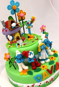WAY cool - Smurf cake Top Smurfs Cakes birthday party girl boys schtroumphs