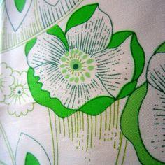 93CM X 116CM  ART NOUVEAU STYLE SILKY SATIN VINTAGE FABRIC 1970S GREEN POPPY #UNBRANDED