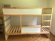 Iikea Kura Hack Aus 2 Mach 1 Mit Malm Bettschublade Jaron Zimmer Ikea Kura Bett Matratze – Bett I Kura Cama Ikea, Ikea Bunk Bed Hack, Ikea Kura Hack, Ikea Bed, Ikea Hacks, Toddler Bunk Beds, Toddler Rooms, Kid Beds, Ikea Hack Lit