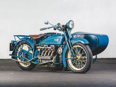 RM Sotheby's - 1925 Henderson De Luxe with Goulding Sidecar Henderson Motorcycle, Mclaren 675lt, Buick Models, New York To Paris, Horse And Buggy, Engin, Vintage Iron, Hot Bikes, Cool Bicycles