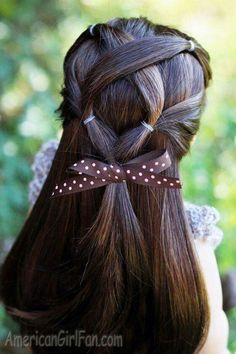 American Girl Doll Criss-Cross Ponytail Hairstyle (via AmericanGirlFancom click through for tutorial) - Hair Style Girl American Girl Hairstyles, Little Girl Hairstyles, Girl Haircuts, Ponytail Hairstyles, Cool Hairstyles, Beautiful Hairstyles, Hairstyle Ideas, Updo, Ag Hair Products