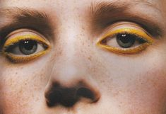 Imagem de yellow, eyes, and freckles