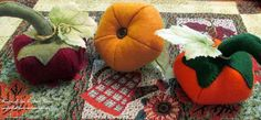 BOO !!! Here's my Halloween centerpiece with Dollar Store ghost,leaves and crows,some Indian Corn and three hand sewn felt pumpkins.   #Halloween  #Fall Decor […
