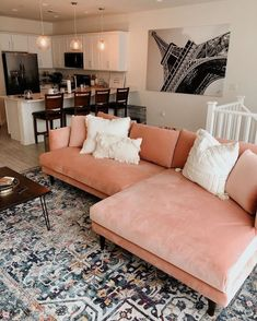 Living Room Sofa, Home Living Room, Apartment Living, Living Room Designs, Living Room Decor, Pink Living Rooms, Living Room Zones, Apartment Chic, Rosa Sofa