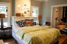 Everthing about this little apartment bedroom is adorable, don't you think?
