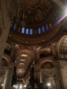 Saint Paul's Cathedral.... OMG! Getting yelled at was totally worth it!