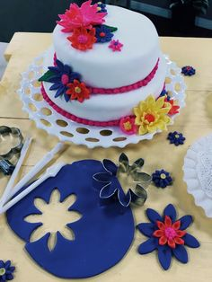 @kennethwingard shows you how to create beautiful 3D fondant flowers for your next birthday cake! Catch #homeandfamily weekdays at 10/9c on Hallmark Channel!