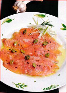 Carpaccio de salmón: Ingredientes • 1/2 kg. de salmón, sin espinas ni piel • 2 a 3 cucharadas de alcaparras • Jugo de 6 a 8 limones • 1 cucharada de aceite de oliva • 2 cucharadas de poro picado (parte blanca) para decorar • Sal y pimienta al gusto Preparación 1. Cortar con un  …  Continue reading →