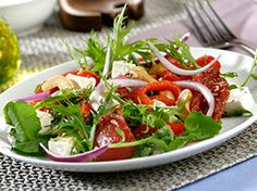 Impress your guests with a fabulous Sun Dried Tomato and Feta Salad. This tomato and feta salad boasts mixed greens, roasted red peppers and crumbled tangy feta cheese, perfect to pair with any of your favorite dishes. Kraft Foods, Kraft Recipes, Pesto Pasta Salad, Broccoli Salad, Pasta Salad Recipes, Vegetable Salad, Vegetable Benefits, Feta Salat, Roasted Red Peppers