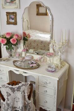 Dressing table:  Would love to have another one.