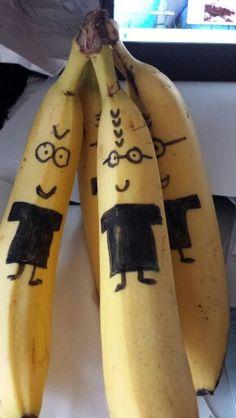 Minions bananen.  Simpel leuk gezond tussendoortje voor de kinderen @handmadebylenicka