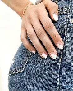 SNS Nails: What Is An SNS Manicure & How Does It Work? Looking for a new manicure nail polish colour for summer? Here are six to try for the new season. Funky Nails, Cute Nails, Pretty Nails, Hair And Nails, My Nails, Work Nails, Nagellack Trends, Minimalist Nails, Summer Minimalist